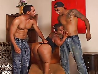 Brazilian BubbleButt MILF Midget 3Way