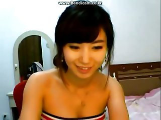 Hot Korean girl shakes her tiny yellow ass on webcam