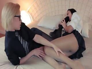 Horny blonde lets fuck by big strapon