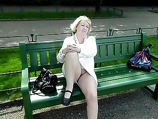 Goldenpussy Out door
