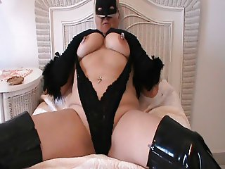 Sit back un zip your Dick and let Mummy entertain you