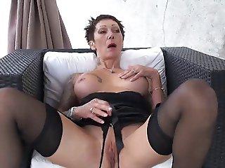 Catalya a de grosses chaleurs anales