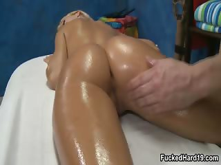 Super hot blonde babe gets her wet pussy part2