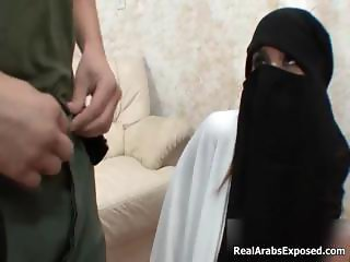 Horny muslim girl gets down to suck part3