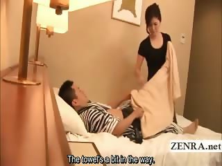 Subtitled Japan masturbation in front of milf masseuse