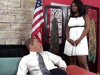 President avec ses secretaires 2