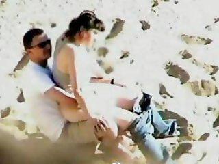 VOYEUR ON THE BEACH 3