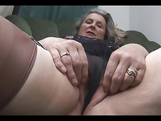 Tess the beautiful granny scene4