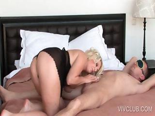 Blondie giving blowjob in bed