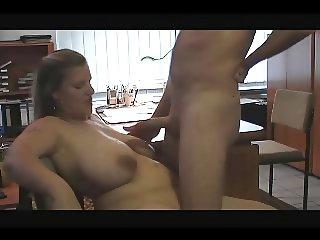 Tittengirl im Office