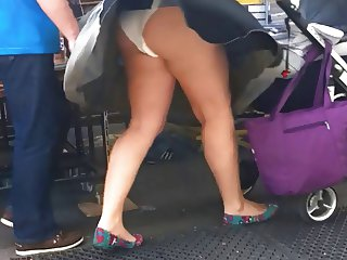 Windy upskirt 2 Mom with white pantie and pad