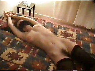 Frances ecarte sa chatte poilue