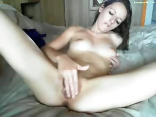 Teen Pleasing Vagina Until Cum