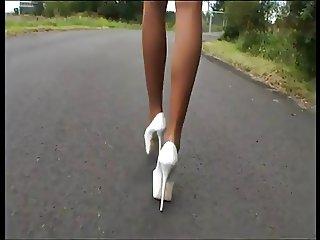 LGH Tamia Heels und Nylons an der A44