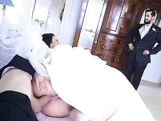 Stupid groom didn't even notice one of his guests' cock in the ass of his bride